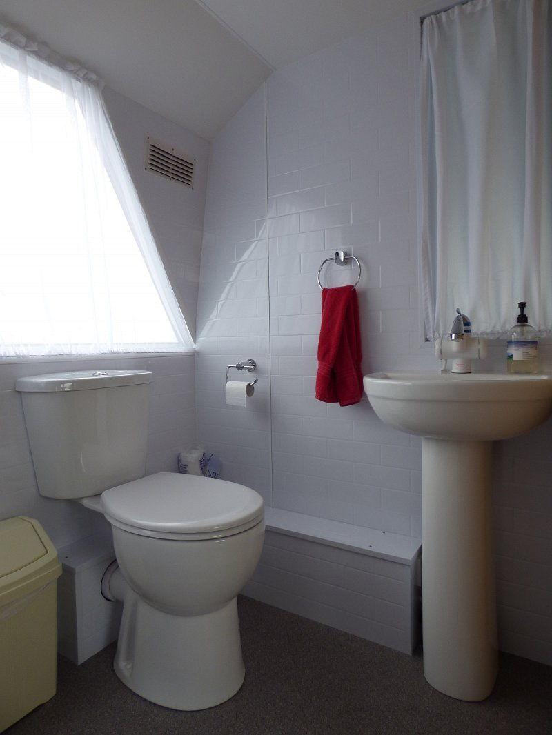 queen of the broads upstairs toilet