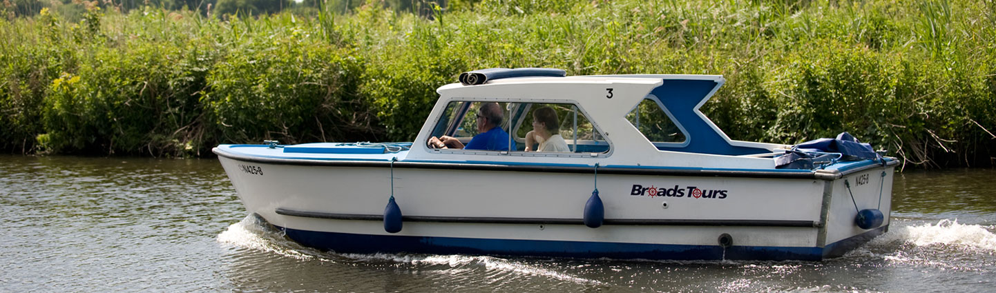 wheelchair friendly day boat hire
